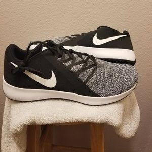 Nike Varsity Compete Tr (4E) Extra Wide Black Wht